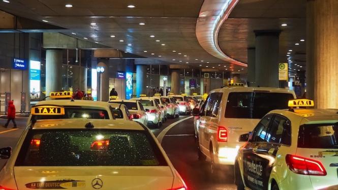 Ilustrasi antrean kendaraan di bandara.