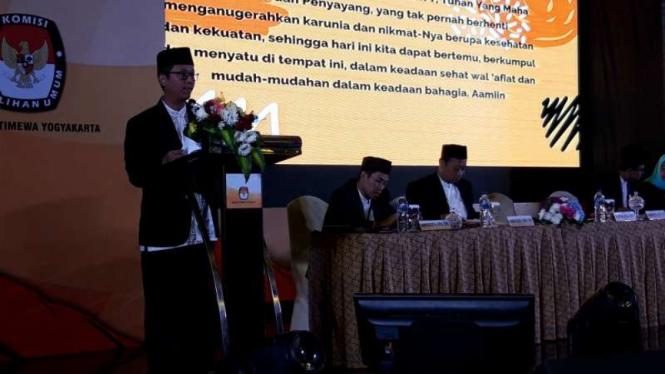 Ketua KPU DI Yogyakarta Hamdan Kurniawan dalam Rapat Pleno Terbuka Penetapan Perolehan Kursi dan Calon Terpilih Anggota DPRD DIY, Sabtu, 10 Agustus 2019.