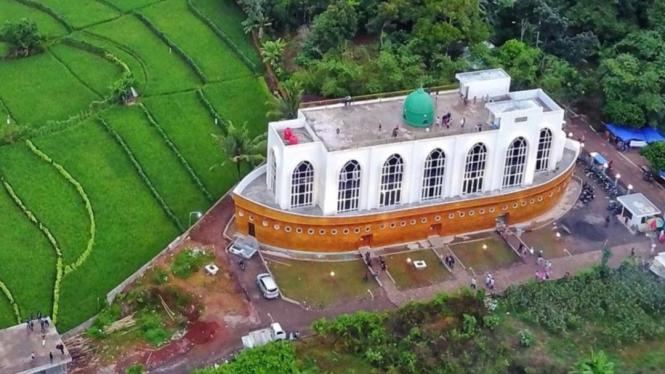 Masjid Kapal Semarang (Masjid Safinatun Najah) Image By IG : @alvin.effendy
