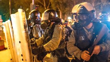 https://thumb.viva.co.id/media/frontend/thumbs3/2019/08/12/5d50bd5817b39-unjuk-rasa-hong-kong-pengunjuk-rasa-dan-polisi-hong-kong-terlibat-dalam-bentrokan-di-sejumlah-lokasi_375_211.jpg