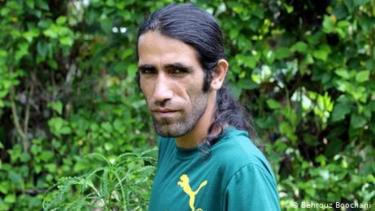 https://thumb.viva.co.id/media/frontend/thumbs3/2019/08/12/5d5140c0a0b84-pengungsi-iran-di-kamp-tahanan-australia-menang-penghargaan-buku-bergengsi_375_211.jpg