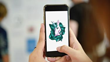 https://thumb.viva.co.id/media/frontend/thumbs3/2019/08/12/5d516b2c687d4-tak-melulu-untung-status-unicorn-juga-bisa-jadi-ancaman-untuk-startup_375_211.jpg