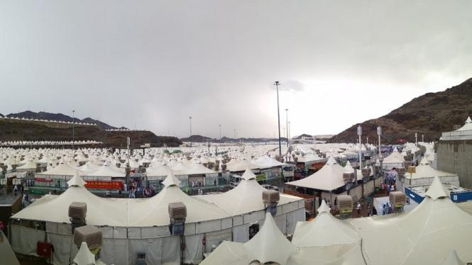 Pantauan tenda-tenda jemaah haji usai hujan mengguyur kawasan Mina, Arab Saudi