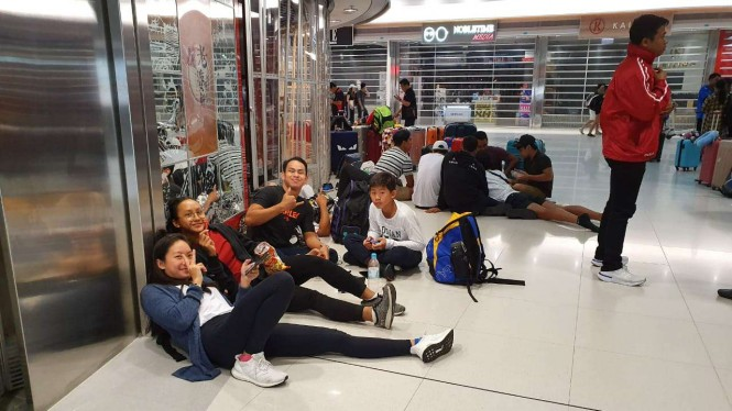 Tim Renang PON DKI terpaksa menginap di Bandara Internasional Hong Kong