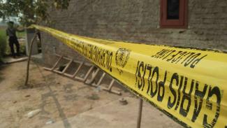 Ilustrasi : Garis polisi di rumah korban pembunuhan