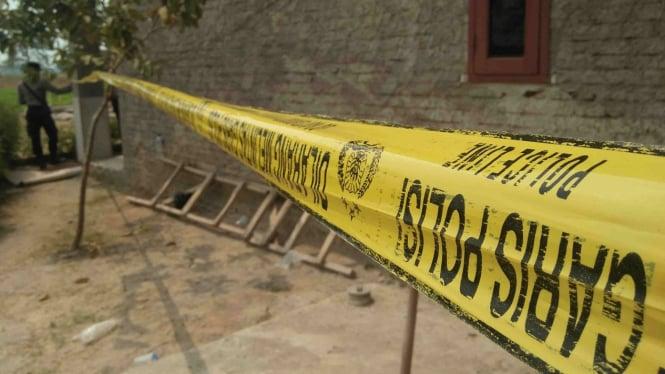 Garis polisi di rumah korban pembunuhan di Serang, Banten.