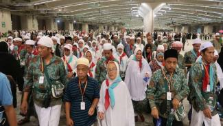 Jemaah haji Indonesia usai melaksanakan lontar jumrah