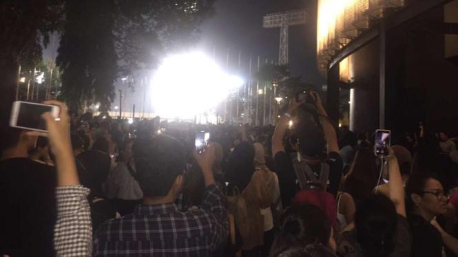 Ini 6 Momen Rusuh Konser Lany di Senayan, Penonton Panas!