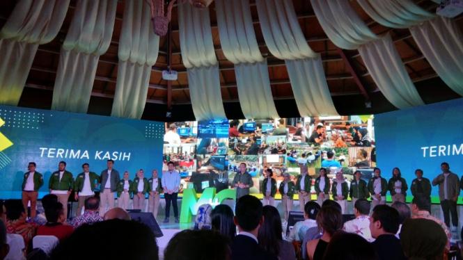 Rhenald Kasali bersama anak dan para mentee dalam peluncuran buku #MO