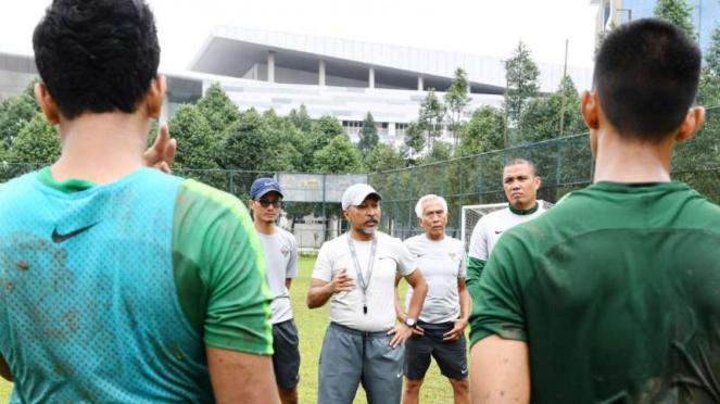 Pelatih Fakhri Husaini.