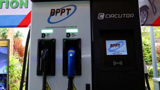 Quick charging mobil listrik di Gedung BPPT, Jakarta