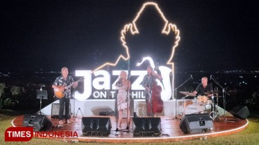 https://thumb.viva.co.id/media/frontend/thumbs3/2019/08/15/5d548c992eceb-tiga-tempat-semarakkan-pra-event-ubud-village-jazz_375_211.jpg