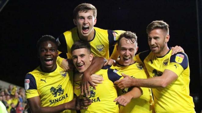 Pemain Oxford United saat rayakan gol