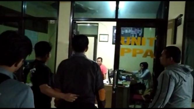 Seorang Pria diamankan dalam kasus video seks gangbang Vina Garut.