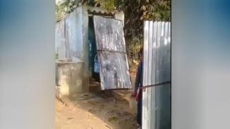 Toilet tanpa pintu.