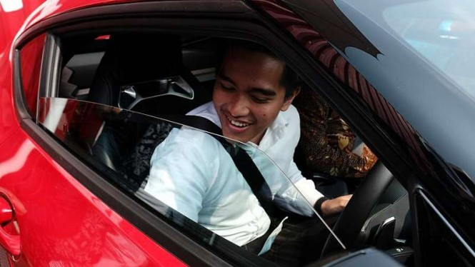 Kaesang dan Gibran test drive Toyota Supra