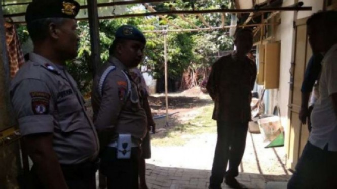Petugas Polsek Mergangsan mendatangi rumah dosen UGM yang gantung diri