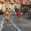 Lomba Balap Karung, Image By : https://ginaujawa.files.wordpress.com