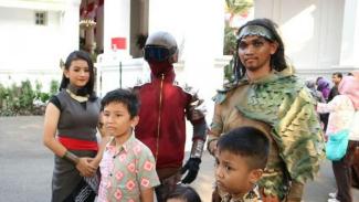 Gundala dan para jagoan Indonesia dari Jagat Bumilangit di Istana Merdeka Jakarta.