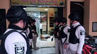Kondisi polsek Wonokromo Surabaya usai penyerangan seorang pria tak dikenal, Sabtu (17/8/2019) (FOTO: Istimewa)