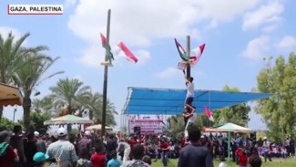 Lomba panjat pinang di Palestina