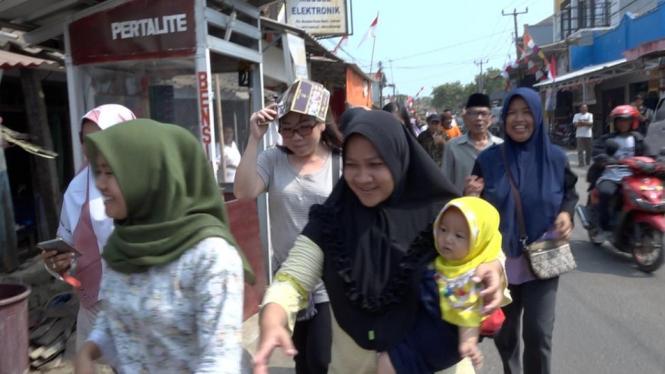 Meski potensi besar tsunami dan gempa mengancam Jawa Barat, masyarakat tidak menguasai strategi menghindarinya. - BBC NEWS INDONESIA