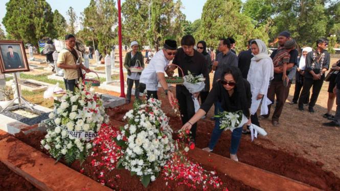 Pemakaman Menteri Pekerjaan Umum Suyono Sosrodarsono