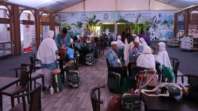 Jemaah haji yang mendapat layanan Iyab/Eyab di Bandara King Abdul Aziz Jeddah