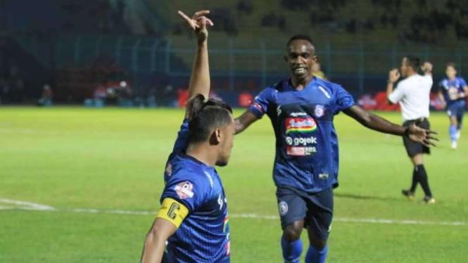 Hamka Hamzah saat menjadi kapten Arema FC