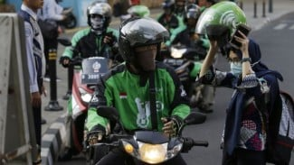 Ojek motor memungkinkan perdagangan daging lebih mudah dan efisien di kalangan konsumen di kota besar seperti Jakarta.