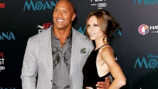 Dwayne Johnson dan Lauren Hashian