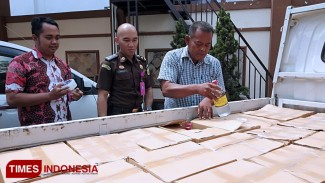 Pikap bermuatan miras ilegal diamankan Kejari Kota Batu. (FOTO: ist/TIMES Indonesia)