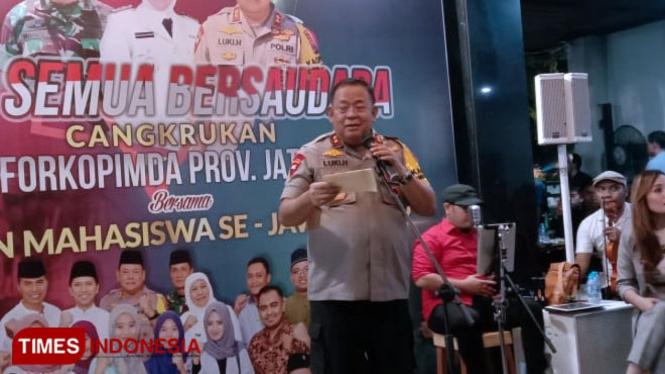 Kapolda Jatim Irjen Pol Luki Hermawan di acara Cangkrukan bersama BEM se Jawa Timur di Surabaya. (Foto: Naufal Ardiansyah/TIMES Indonesia)