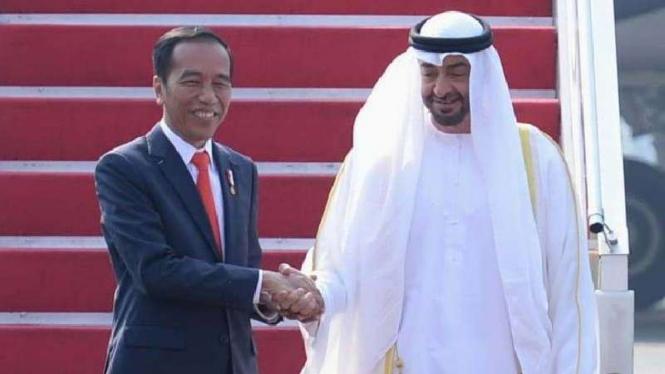 Presiden Jokowi bersama Pangeran Abu Dhabi, Sheikh Mohamed bin Zayed Al Nahyan.
