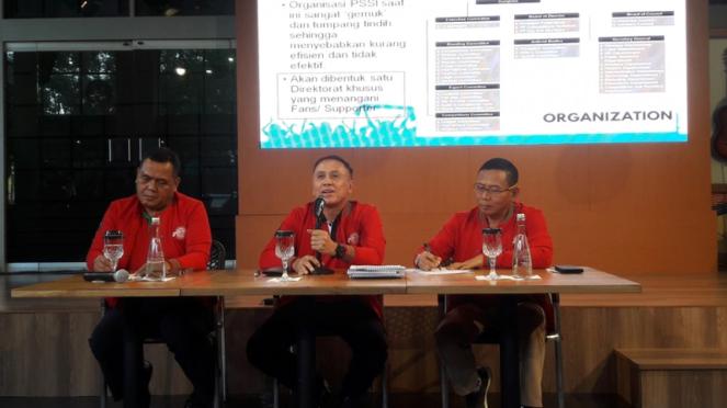Diskusi calon Ketua Umum PSSI, Iwan Bule dan Cucu Sumantri