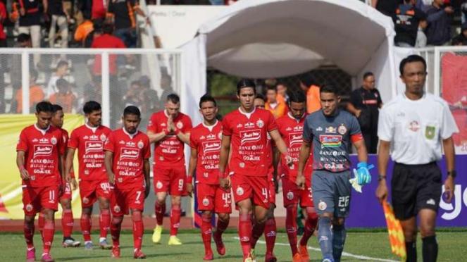 Para pemain Persija Jakarta dalam laga melawan Kalteng Putra di Stadion Madya