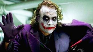 Heath Ledger sebagai Joker