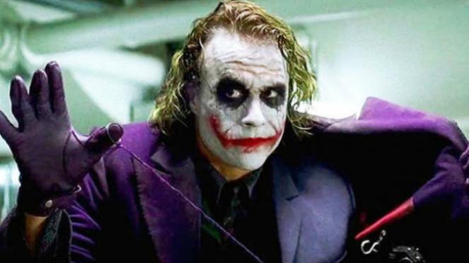 3 Versi Cerita Sadis Di Balik Alasan Senyum Joker Viva