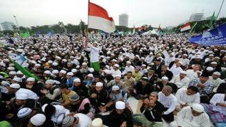 Survei terbaru yang melibatkan 450 ulama di 15 kota besar Indonesia menunjukkan mayoritas pemuka agama Islam ini mendukung sistem demokrasi.