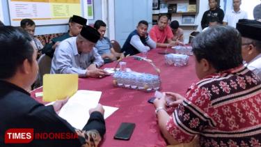 https://thumb.viva.co.id/media/frontend/thumbs3/2019/08/26/5d63d1f9346c2-caleg-terpilih-dprd-kabupaten-probolinggo-diduga-palsukan-ijazah_375_211.jpg