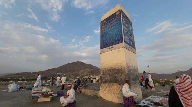 Tugu di atas Jabal Rahmah, Mekah, Arab Saudi
