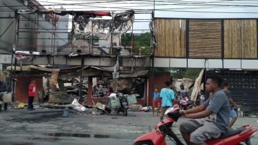 https://thumb.viva.co.id/media/frontend/thumbs3/2019/08/27/5d645dacc0b63-manokwari-sepekan-setelah-rusuh-masyarakat-masih-takut-dengan-kondisi-keamanan_375_211.jpg