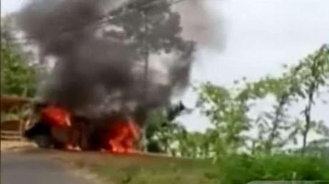 Cuplikan korban pembunuhan dibakar bersama mobilnya di Sukabumi 25 Agustus 2019