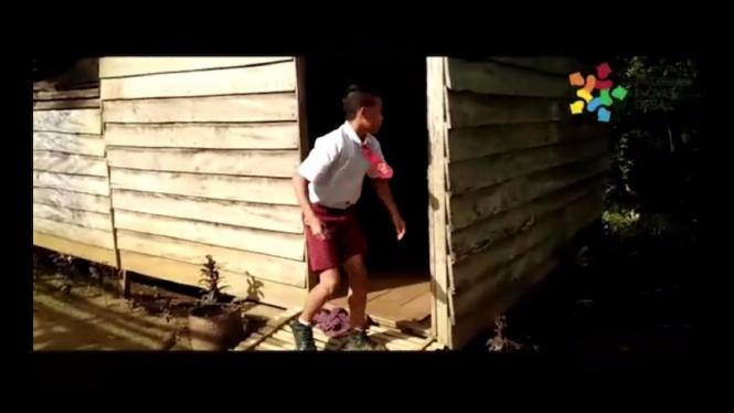 Salah satu anak bersekolah di Rumah Tinggal Desa Benua.