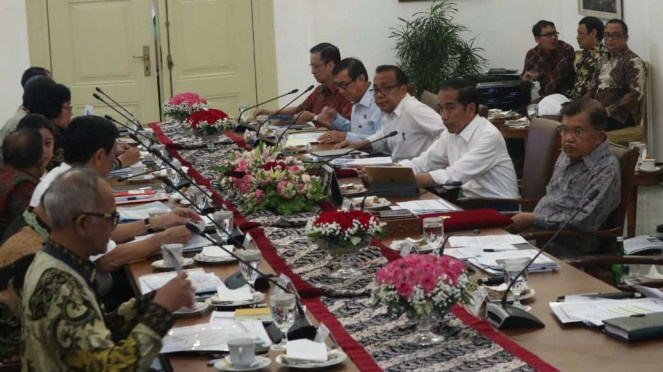 Presiden Joko Widodo sedang gelar rapat sampah impor di Istana Bogor.