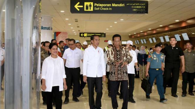 Presiden Joko Widodo dan Iriana Joko Widodo di Bandara YIA.