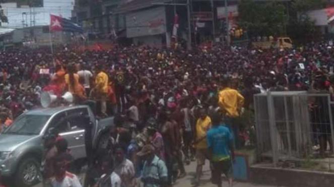Ribuan orang berujuk rasa di kawasan Expo, Waena, Abepura dan Jayapura, Papua.