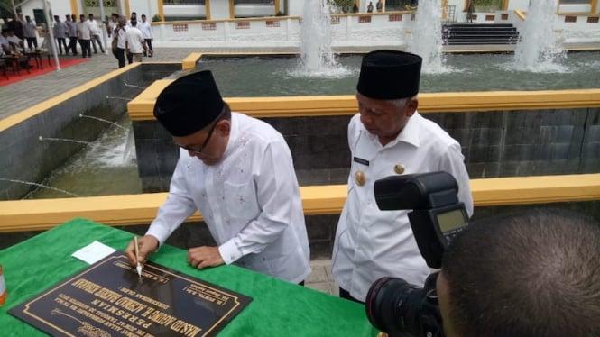 ARB resmikan Masjid Agung H. Achmad Bakrie.