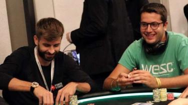 Juan Pardo dan Gerard Pique bermain poker.
