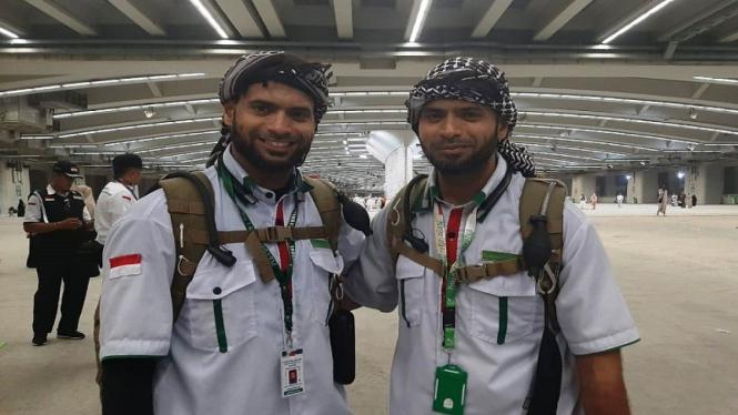 Petugas haji kembar, Hasan bin Yahya (kanan) dan Husen bin Yahya (kiri)